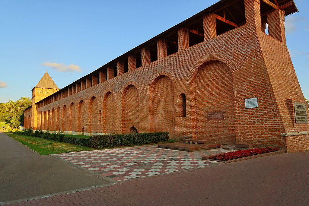 участок крепостной стены на пл. Победы